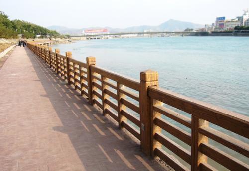 上海仿木栏杆