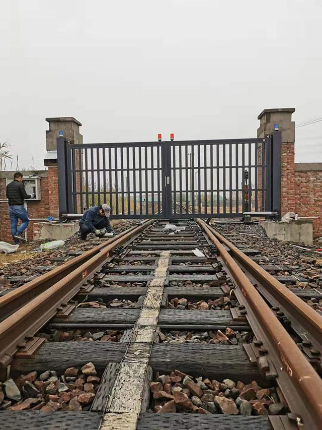 盐城东台市铁路货运中心铝艺自动平开门