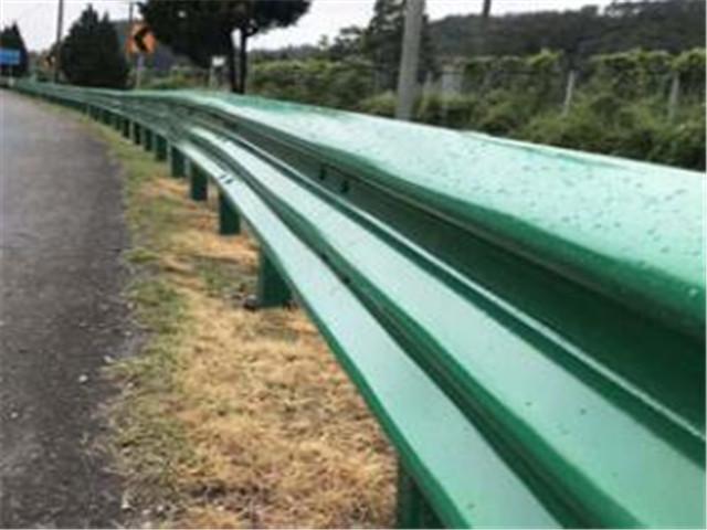 波形护栏生锈腐蚀现象后,应该如何操作解决呢