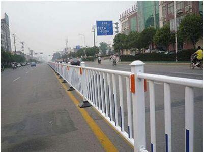 你知道市政护栏常见的材料是什么