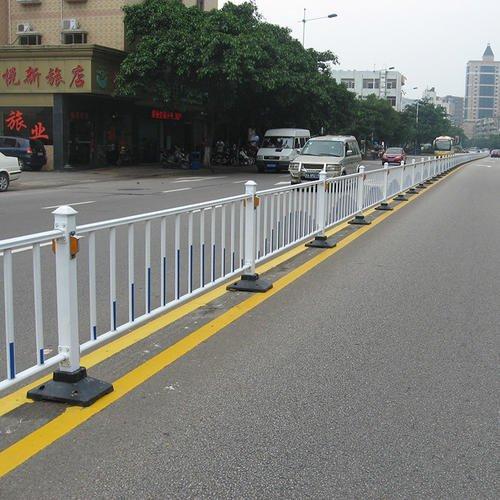 道路中间隔离护栏的重要性