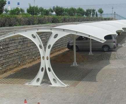 太阳能膜结构停车棚的特性简介