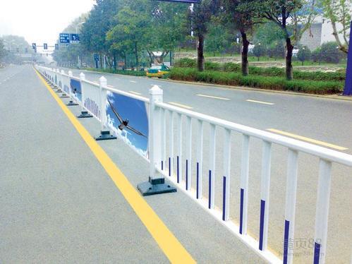 道路中间隔离护栏设计考虑方面