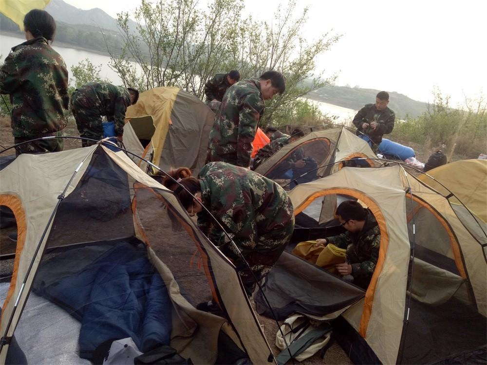 石家庄拓展训练野外露营搭帐篷