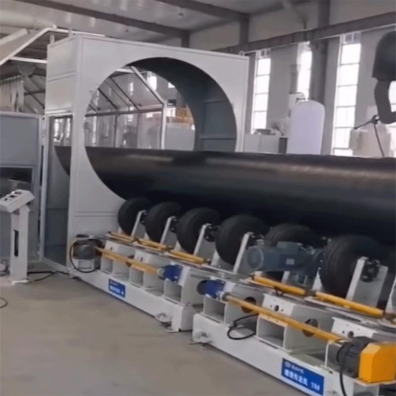 伟之杰公司喷涂缠绕预制直埋保温管正式投产下线