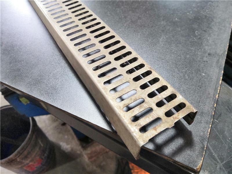 如何区分装饰冲孔网板和圆孔网板
