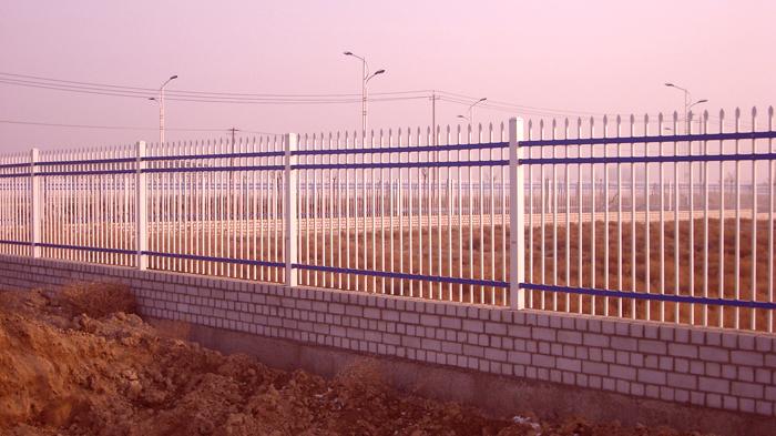 清力环保工厂院墙护栏1500米