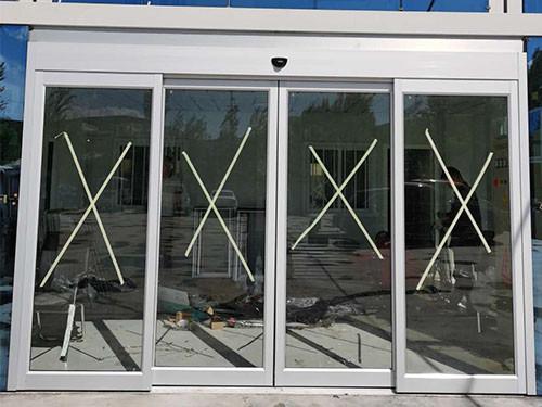 西宁自动感应玻璃门安装案例