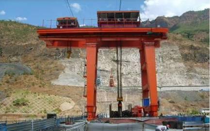 出口印度尼西亚2x1250kN双向坝顶门机