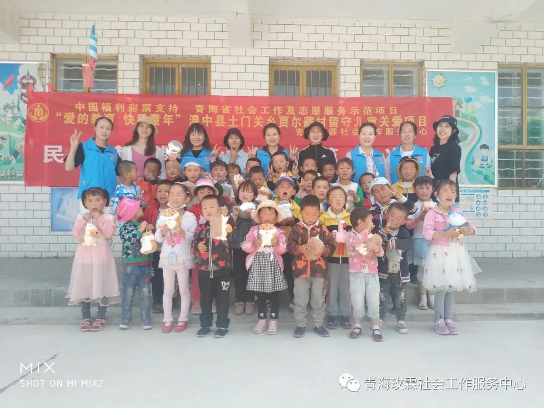 贾尔藏村幼儿园民族舞辅导小组