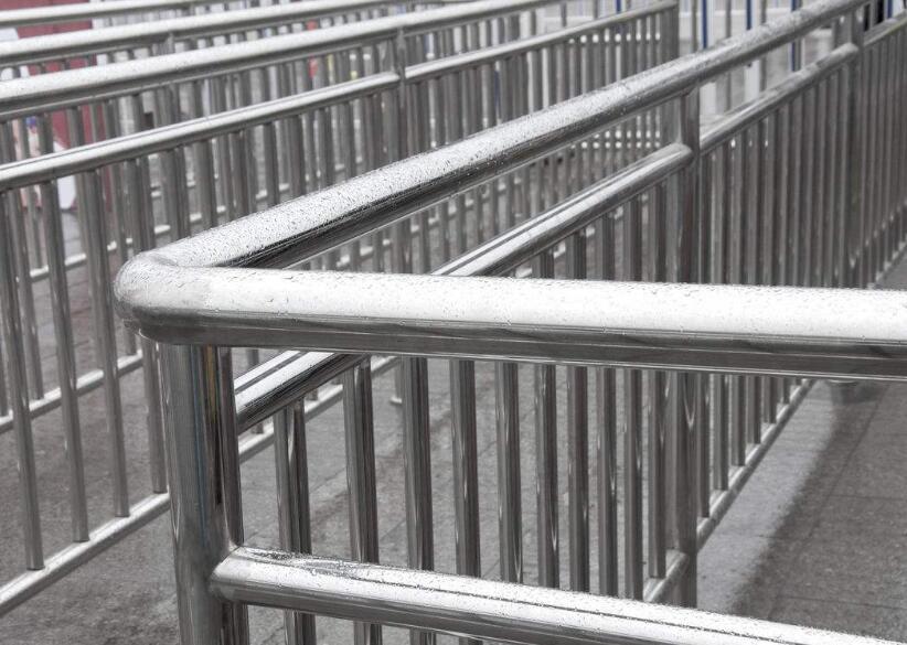 不锈钢护栏从哪几个方面做好维护保养工作