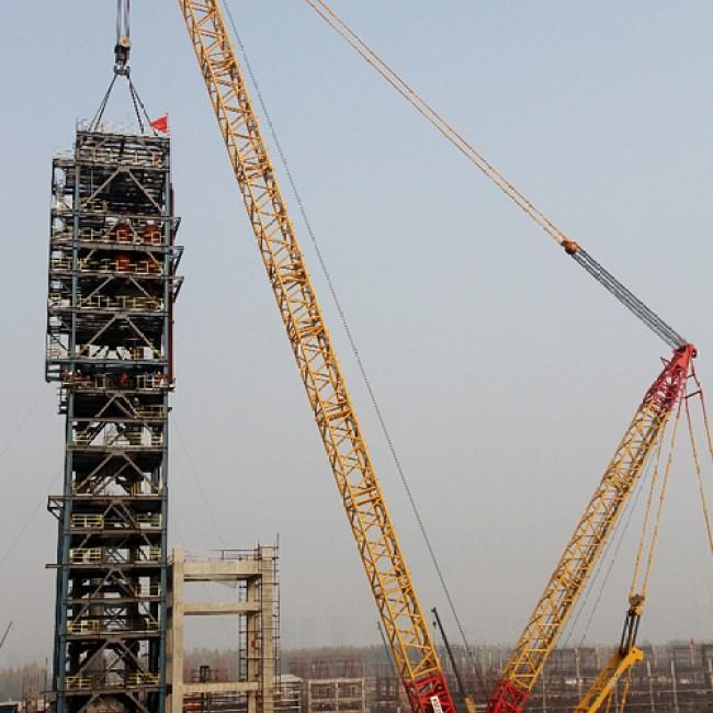 履带吊在武汉建设80万吨乙烯项目