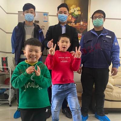 红豆香江豪庭业主家空调保养