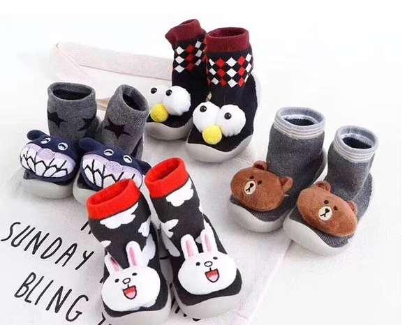 宝宝应该穿什么材质的袜鞋比较好