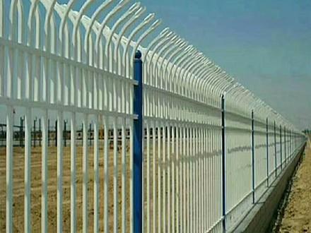 怎样对球场围网进行焊接和安装