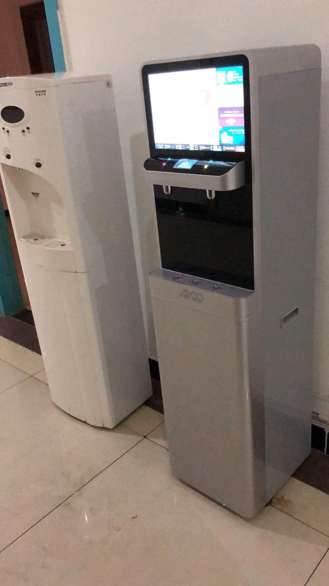 多媒体立式直饮水机