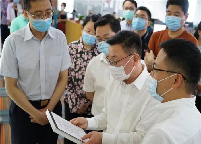 杭州市委常委宣传部部长戚哮虎、副部长钮俊等一行到访参观思亿欧