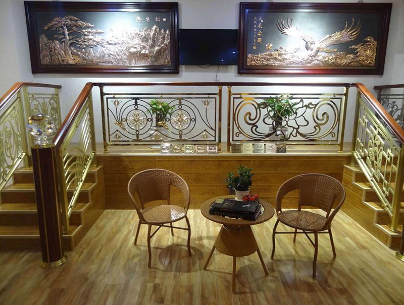 装饰铜楼梯