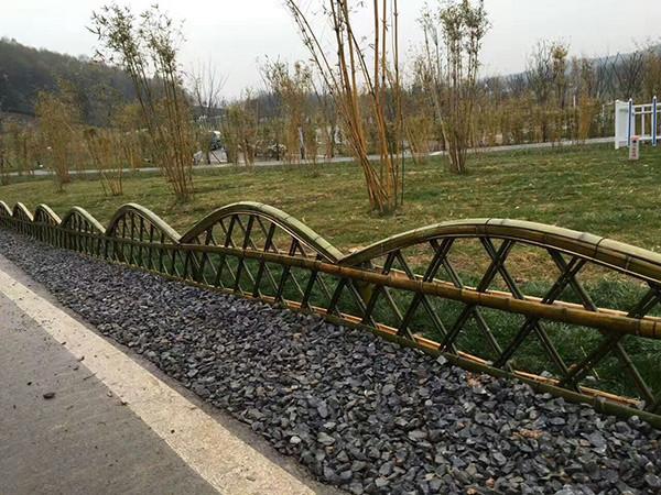 竹篱笆围栏效果图