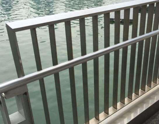 不锈钢栏杆竟然会生锈