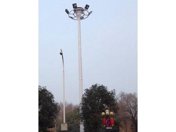 高杆灯生产厂家对高杆灯升降机方式的剖析