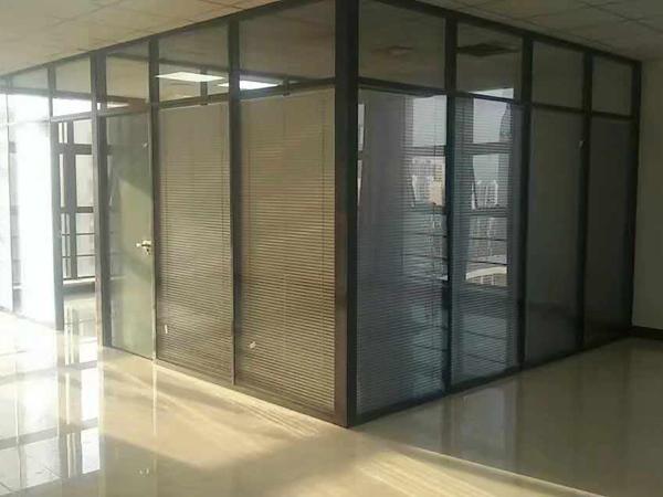 家中安裝不锈钢玻璃隔断有哪些常见问题?