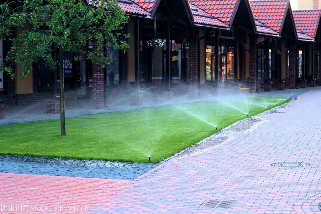 草坪灌溉系统
