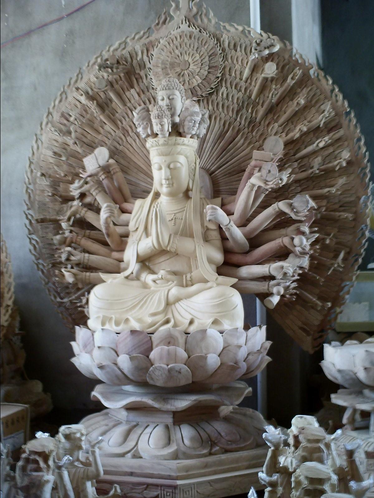 木雕佛像观音