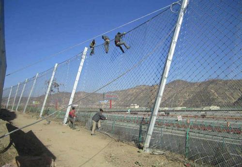 落石攔截柔性鋼絲繩網