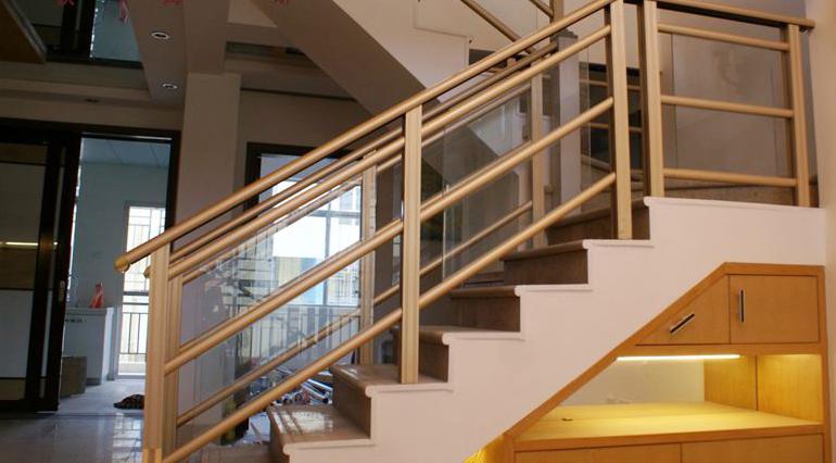 楼梯扶手的安装