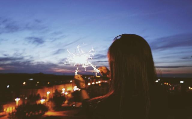 """""""爱自己""""就像一次奇妙的探险,像开飞机一样令人激动。"""