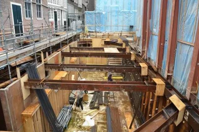 修建地下城市综合管廊