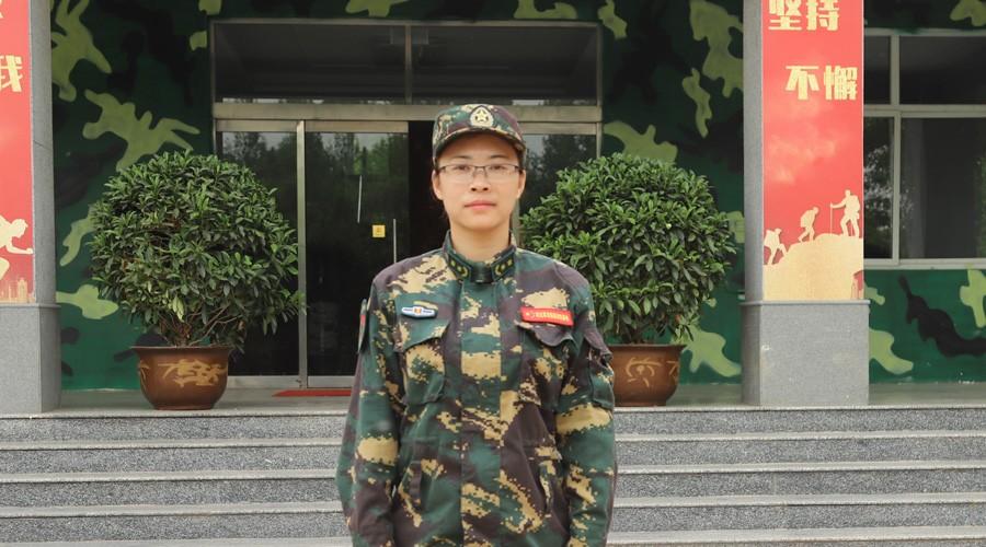 军刃基地业务部长-龍施