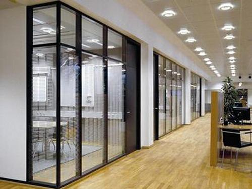 应该如何选择不锈钢玻璃隔断配件?