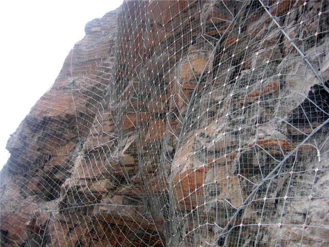 SNS边坡防护网在现在引起快速干线高边坡护坡的原因有许多