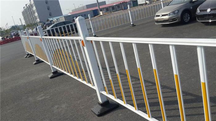 包头道路护栏有什么特点