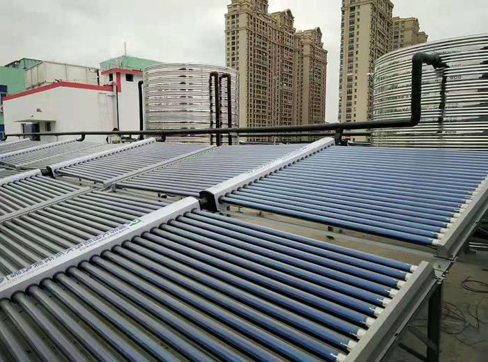 泰州西站尚客优空气能+太阳能热水器工程
