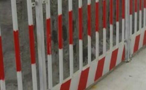 分析下基坑临边防护栏的组成标准