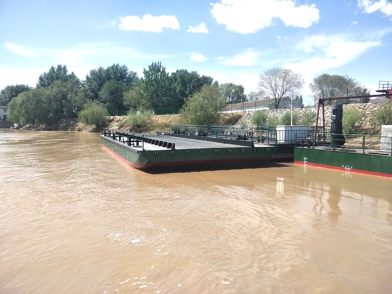 造船厂24米浮桥驳航运