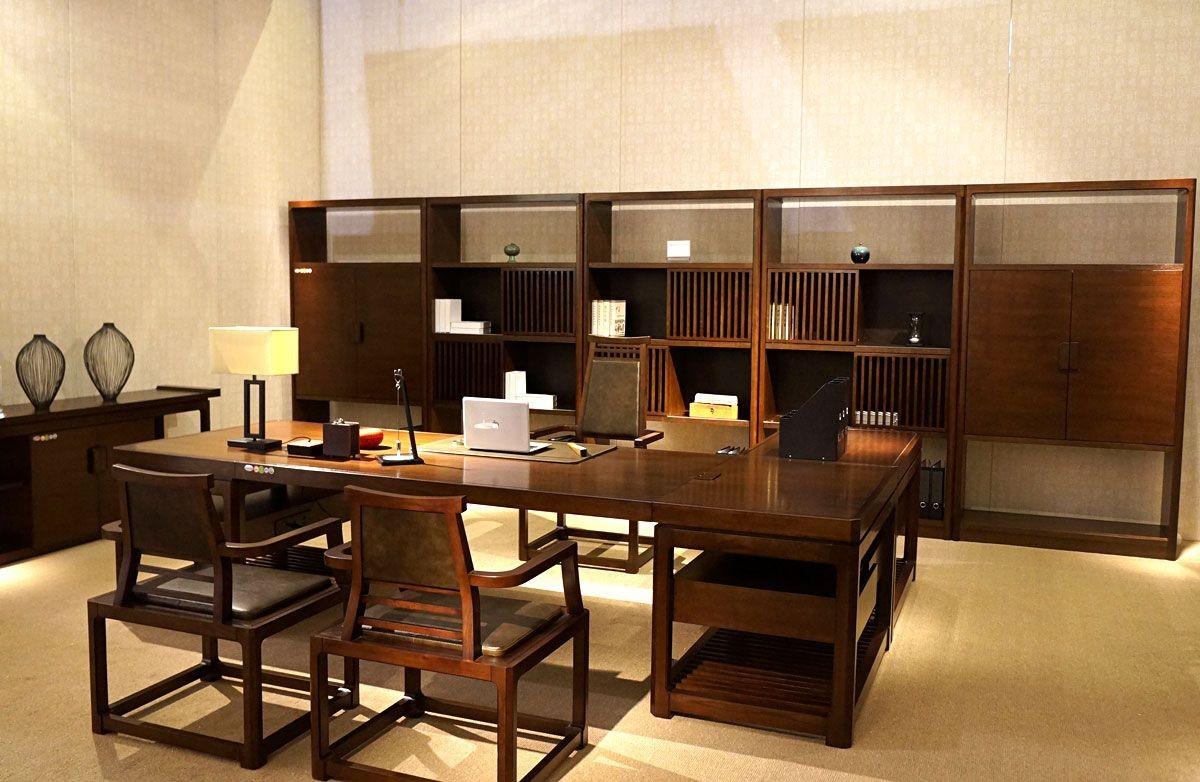 购买办公桌椅时是选择定制款还是成品款好