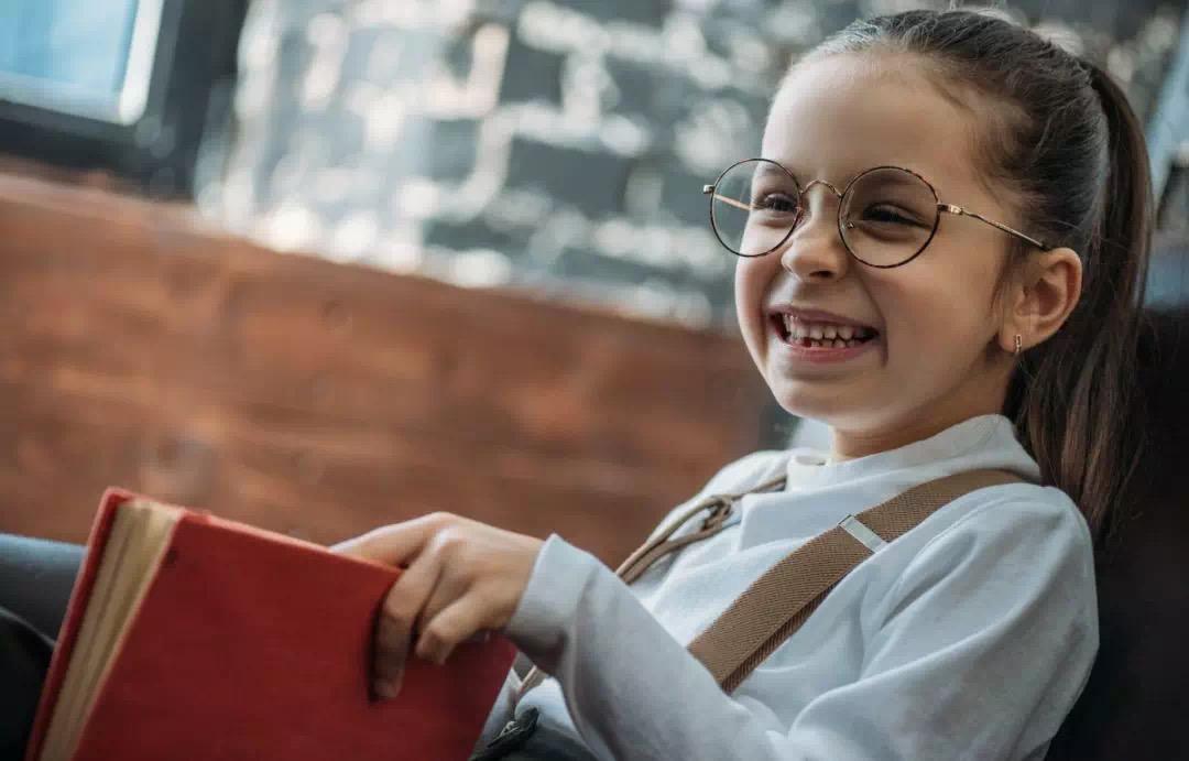 """硬笔书法加盟-秉承""""赋予儿童灵感既是创造未来,用书法去了解世界""""的教学理念。"""