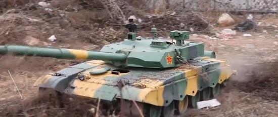 """厉害了!焦作""""坦克迷""""纯手工造出4辆仿真模型"""