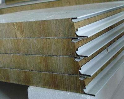 金属岩棉夹芯板与C型钢配套搭建厂房