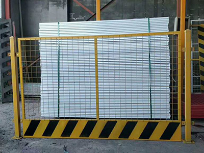 修建施工中的基坑护栏