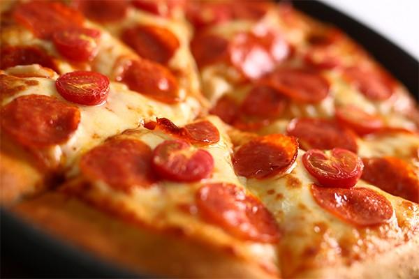 腊肉肠比萨