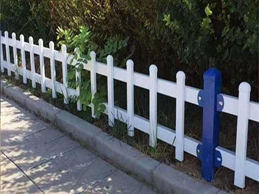 喷塑草坪护栏网