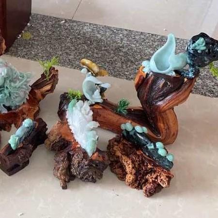 石家庄成套多块翡翠雕刻摆件