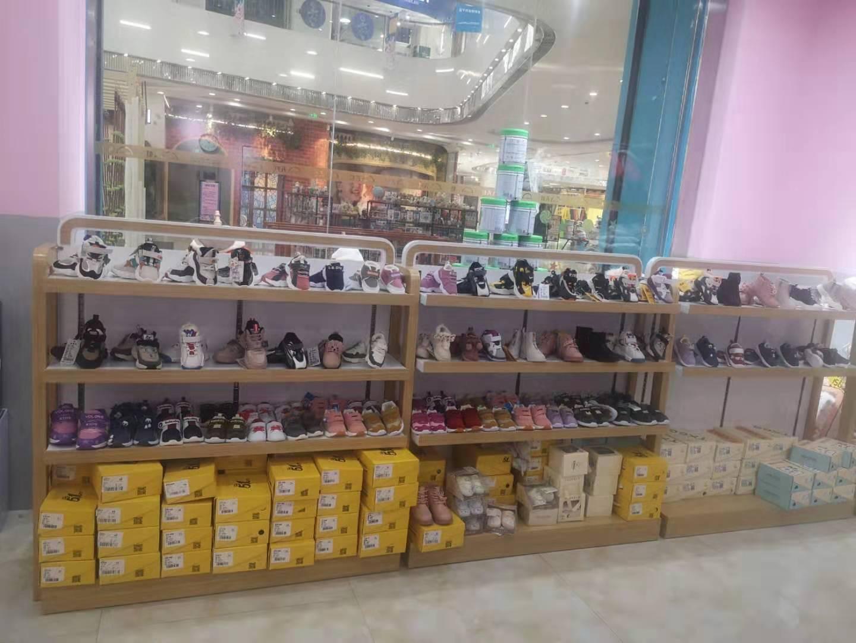 童鞋展柜案例