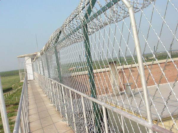 监狱护栏网材质与哪些因素有关