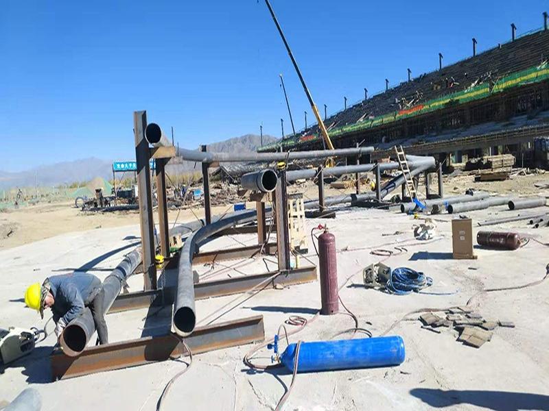 四川易通人和建设工程有限公司在西藏日喀则体育馆施工钢结构项目